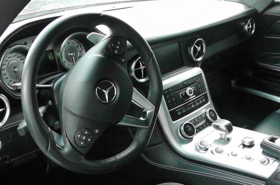"Klaipėdos muitinėje sulaikytas ""Mercedes Benz SLS AMG"""