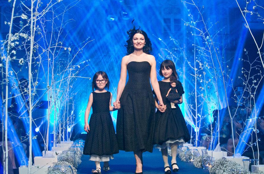 Viktorija Jakučinskaitė su dukromis