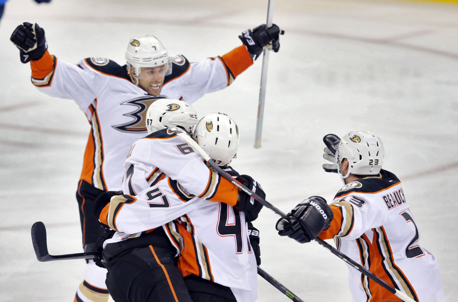 "Anaheimo ""Ducks"" ledo ritulininkai."