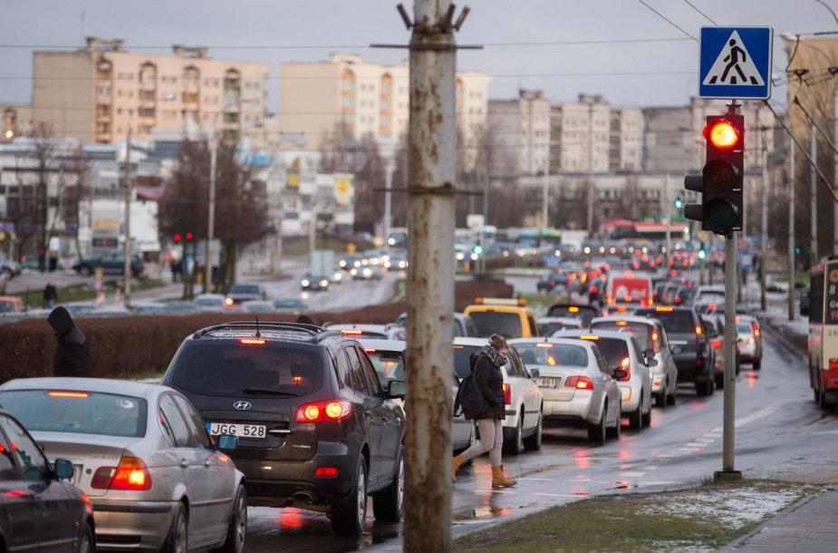 Slidaus kelio sustingdytas Vilniaus Laisvės prospektas