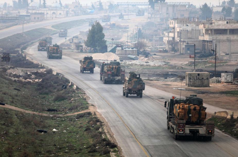 Turkijos kariuomenės vilkstinė Sirijoje
