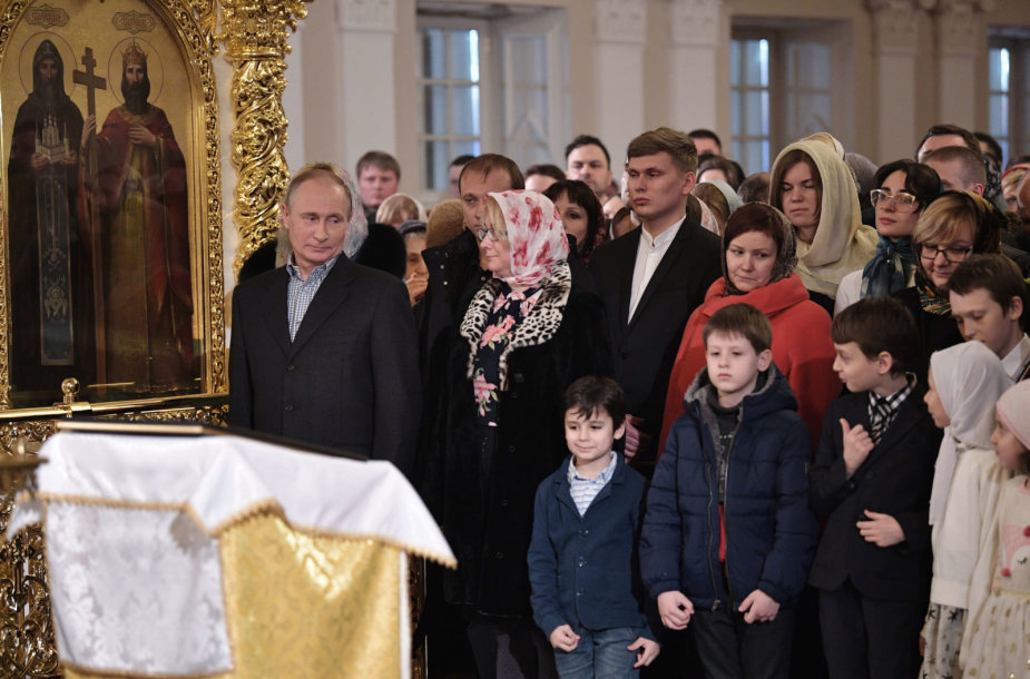 Vladimiras Putinas pamaldose dalyvavo Šventųjų Simono ir Onos cerkvėje Sankt Peterburge.