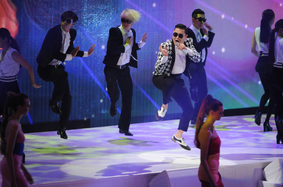 """Psy"" pasirodymas per per ""Germany's Next Top Model"" finalą."