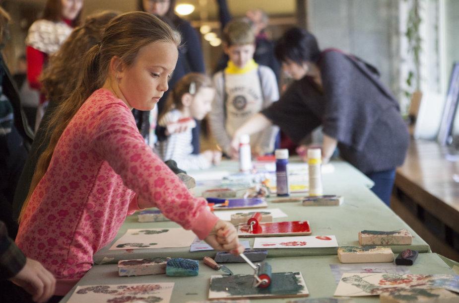 Kauno bienalė kviečia susimąstyti mokinius – kodėl mums reikalingi paminklai?