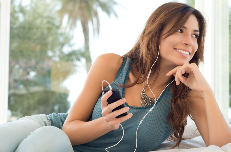 Moteris klausosi muzikos