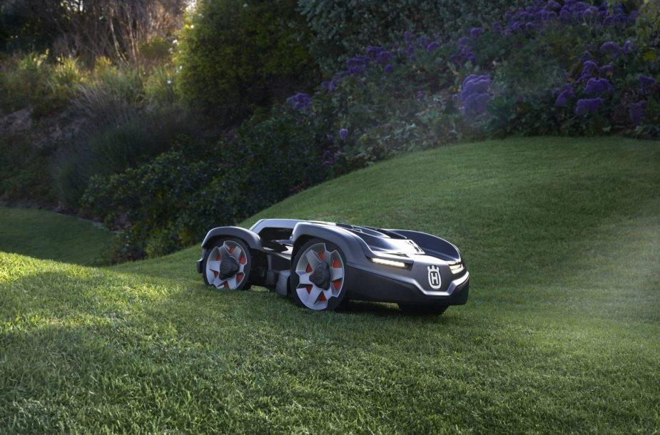 """Naujasis """"Husqvarna"""" žolės pjovimo robotas Automower 435X AWD"""