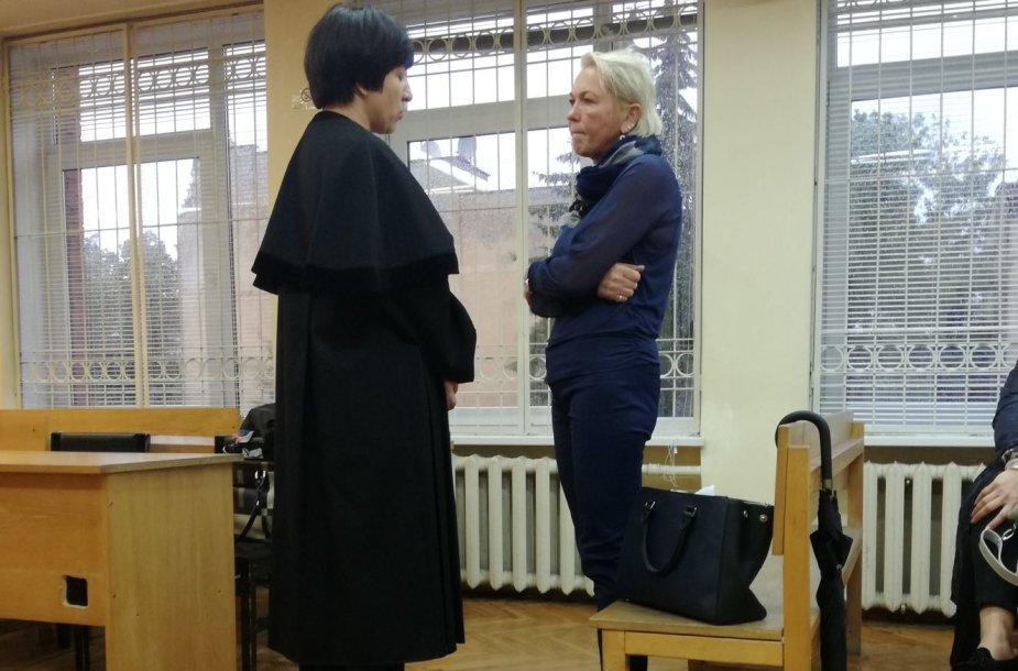 R.Matulevičienė Klaipėdos apygardos teismo prašo sušvelninti įmonei skiryą 150 tūkst. eurų baudą.