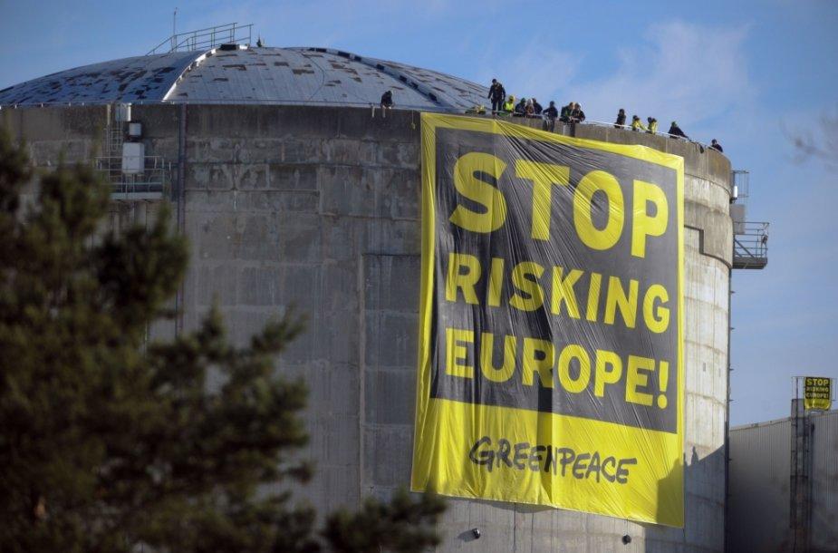 """""""Greenpeace"""" aktyvistai įsibrovė į Fesenheimo atominės elektrinės kompleksą rytų Prancūzijoje"""