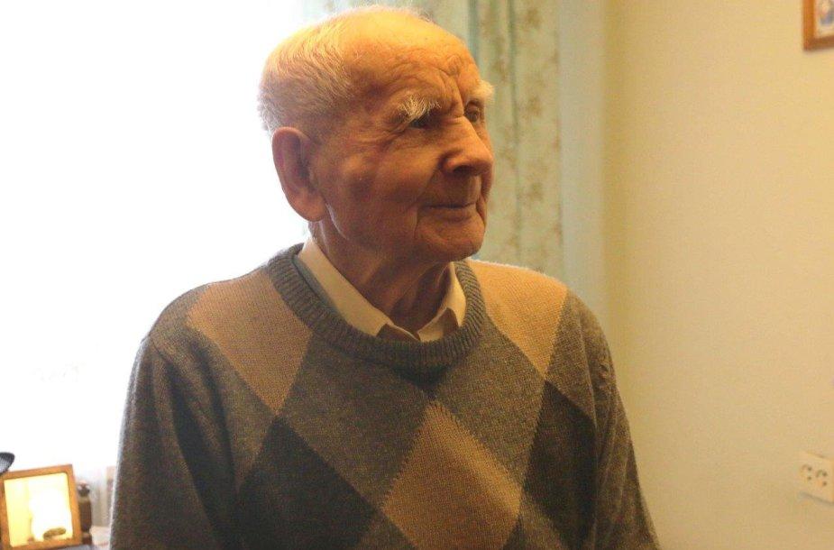 100 metų sulaukęs kaunietis žavi stiprybe ir energija