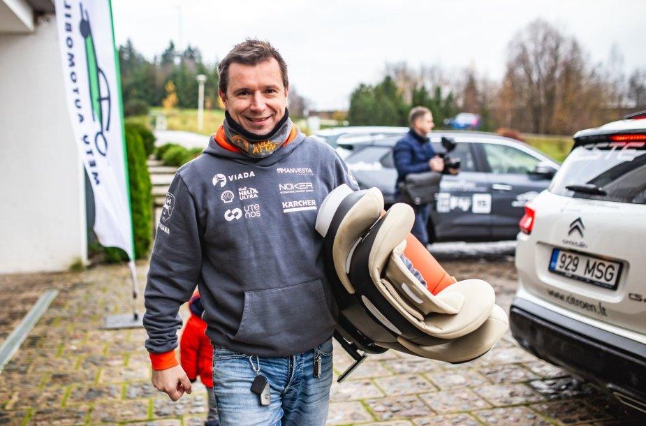 Šeimos automobilio rinkimai, Antanas Juknevičius
