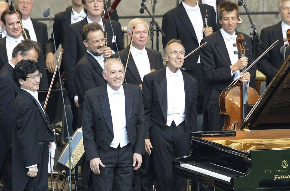 Dirigentas Claudio Abbado (centre)