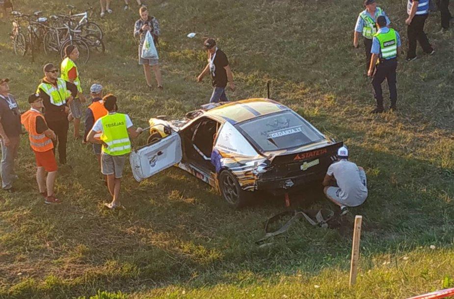 """""""Drifto"""" varžybose """"Aurum 1006 km lenktynėse"""" – stipri """"Nissan"""" avarija"""