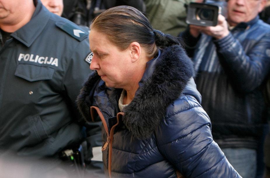 Įtariamoji Kauno apylinkės teisme