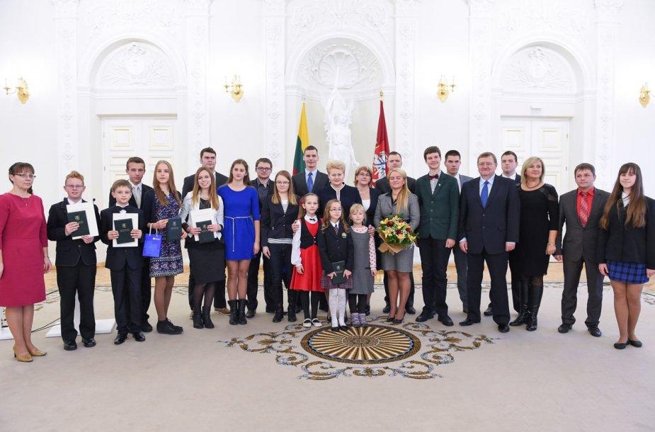 Konstitucijos egzamino apdovanojimai Prezidentūroje