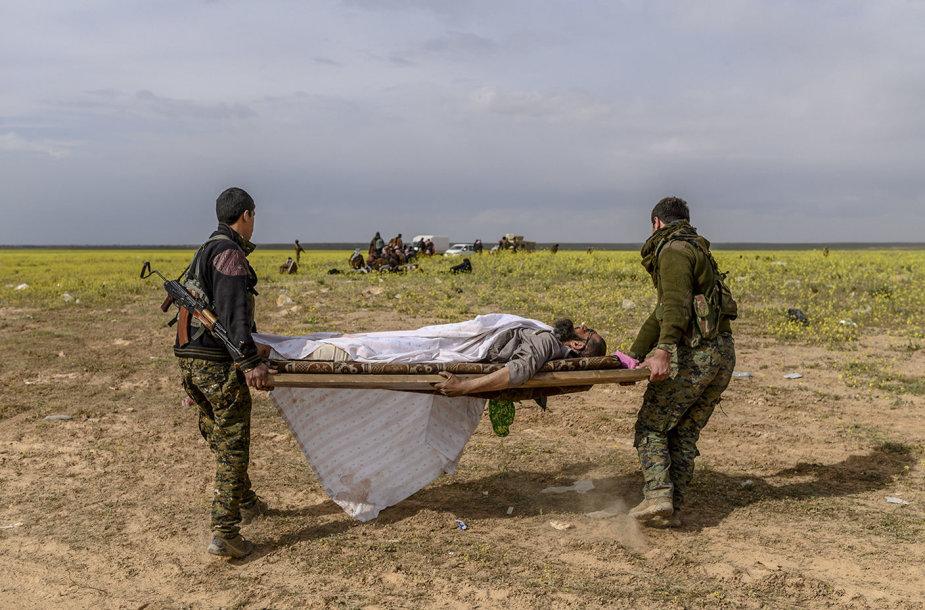 """Mirštantį """"Islamo valstybės"""" kalifatą palieka paskutiniai žmonės"""