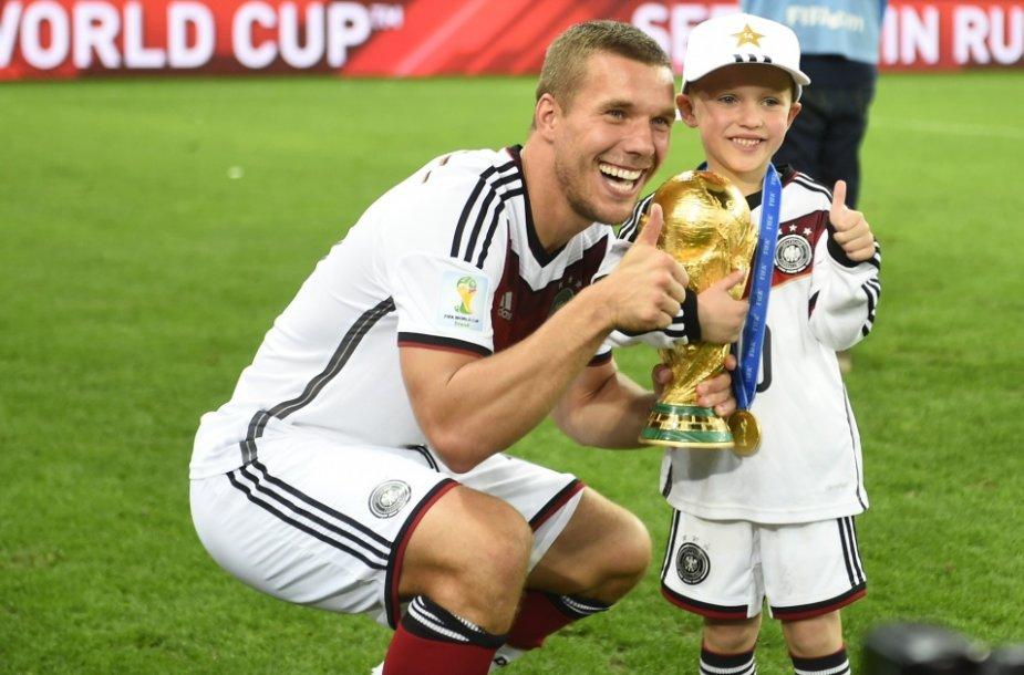 Lukasas Podolski su sūnumi Louisu Gabrieliu