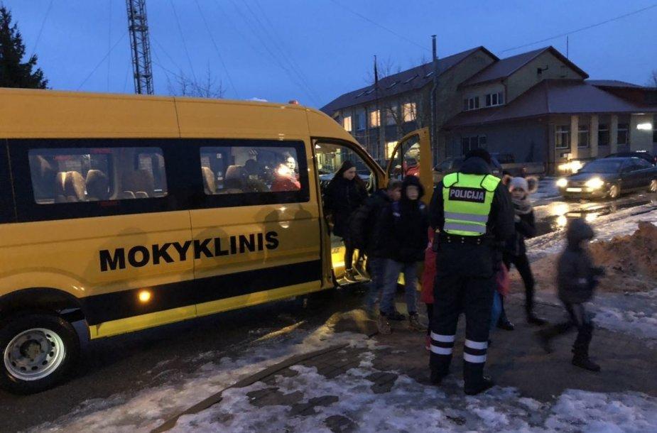 Policija Kauno rajone tikrino mokyklinius autobusus
