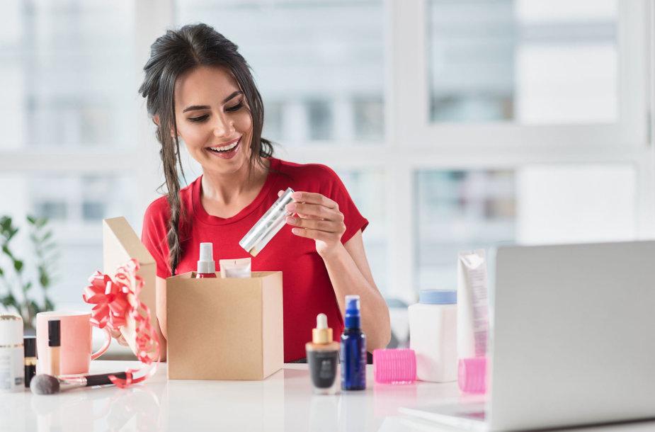 Moteris įsigijo kosmetikos priemonių