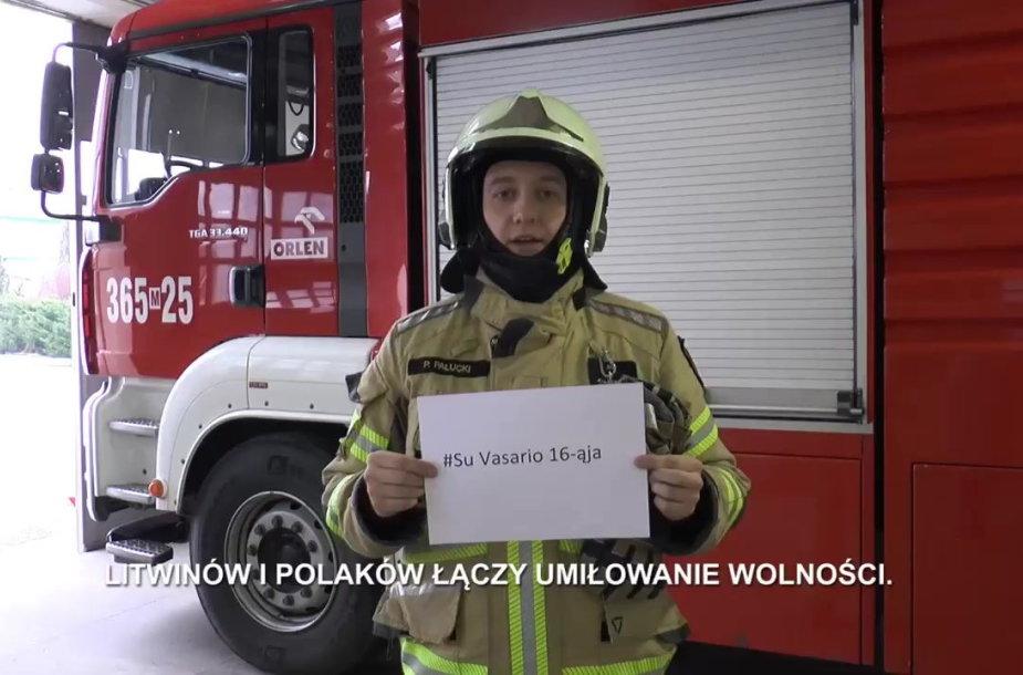 """Lietuvą su gimtadieniu sveikina """"Orlen Lietuva"""" dirbantys užsieniečiai"""