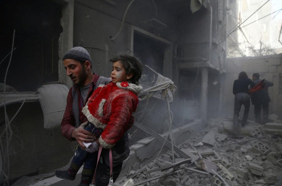 Sirijos gyventojai po oro smūgių