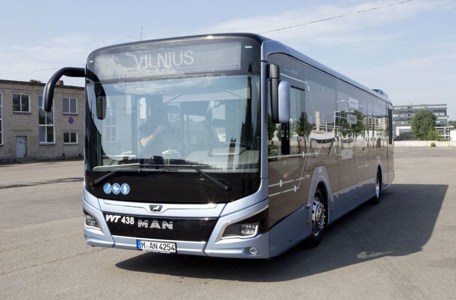 """Vilniuje pristatytas testuojamas """"MAN Lion's City"""" hibridinis autobusas"""