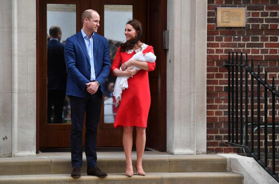 Princas Williamas ir Kembridžo hercogienė Catherine su sūnumi