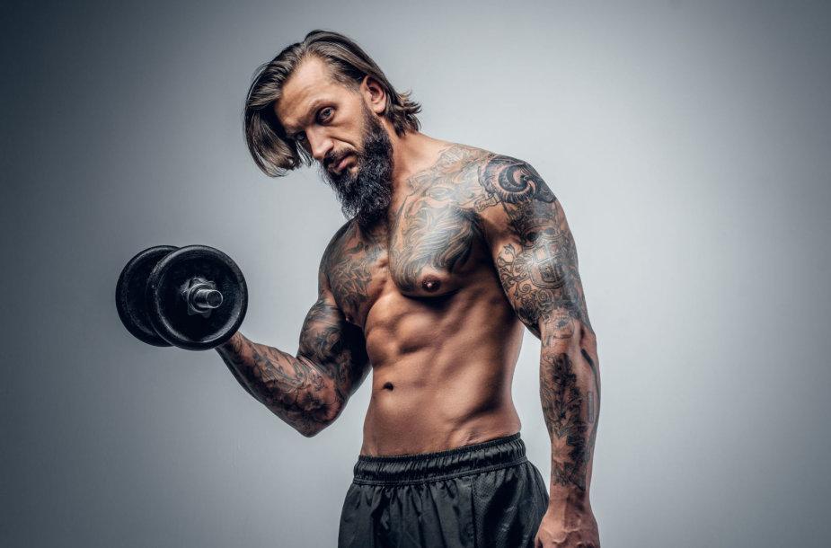 Tatuiruotas vyras