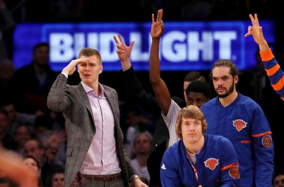 """""""Knicks"""" suolas ir Kristapas Porzingis"""