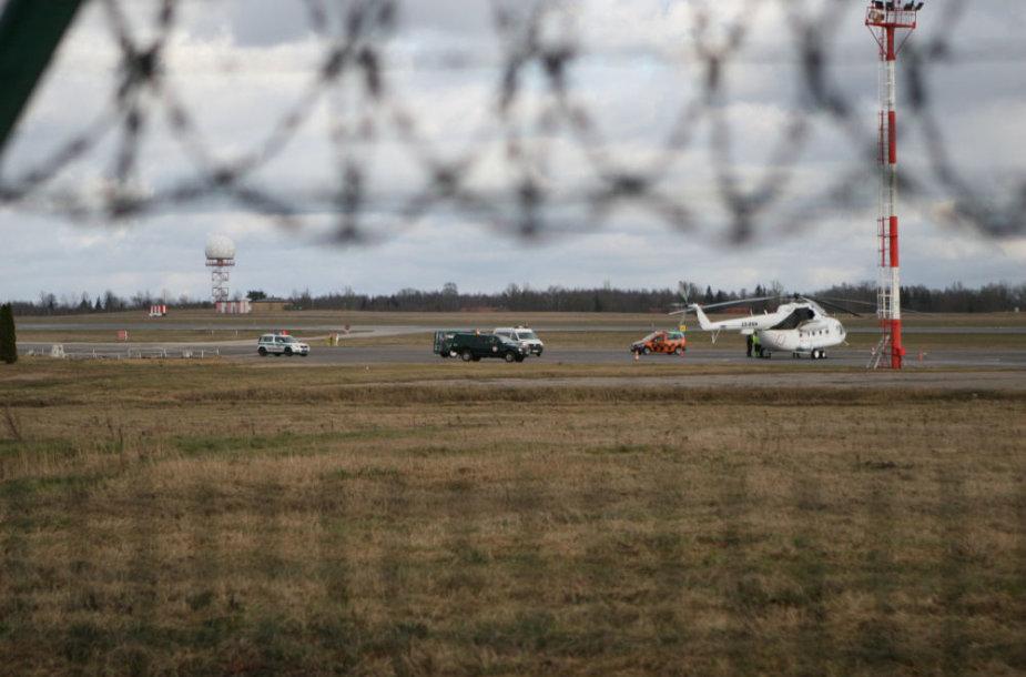 Vilniaus oro uoste dėl degalų trūkumo priverstinai nutūpė sraigtasparnis