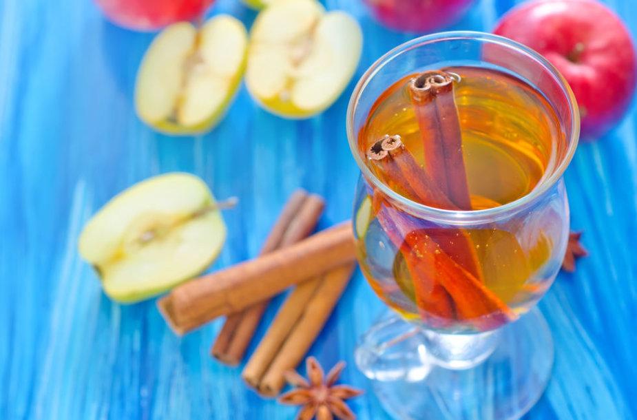 Cinamonas ir obuoliai