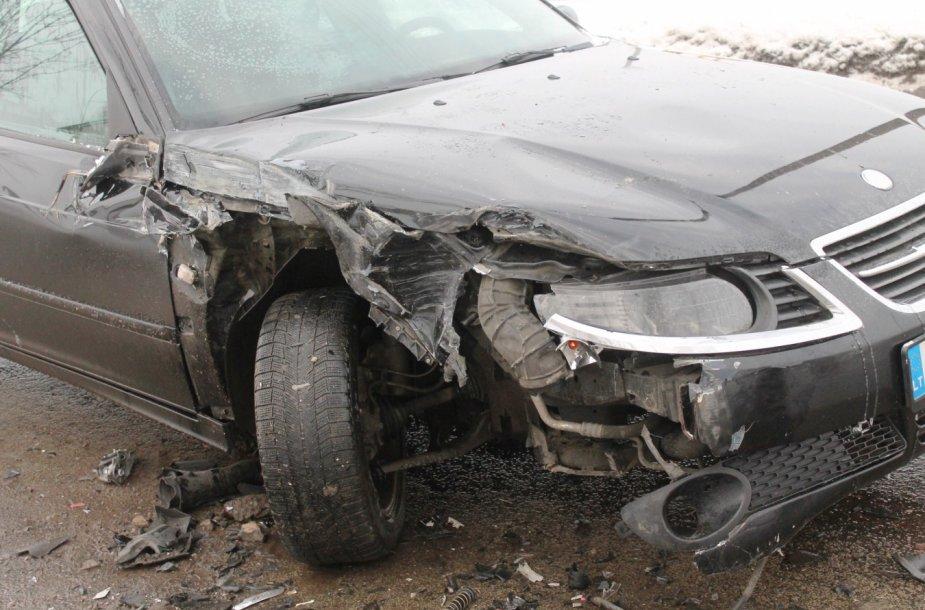 """""""Saab"""" ir sunkvežimio avarija Panevėžyje"""