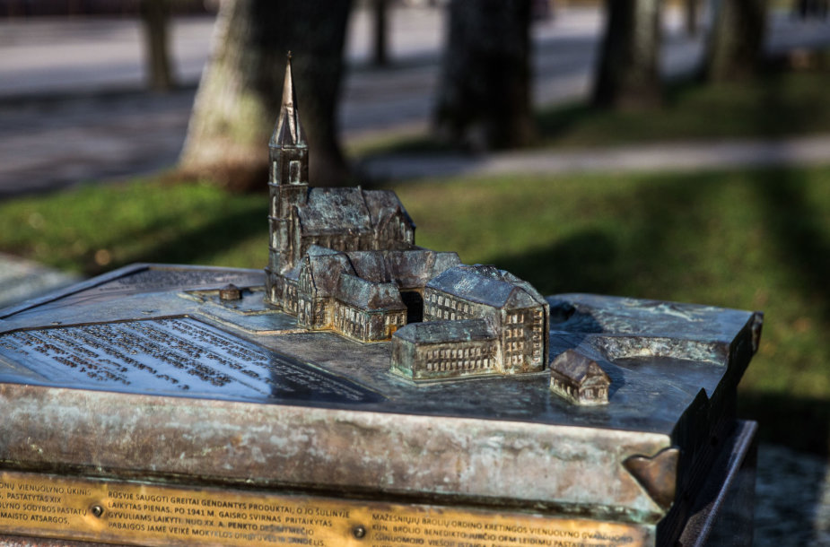 Kretingos bažnyčia ir pranciškonų vienuolynas
