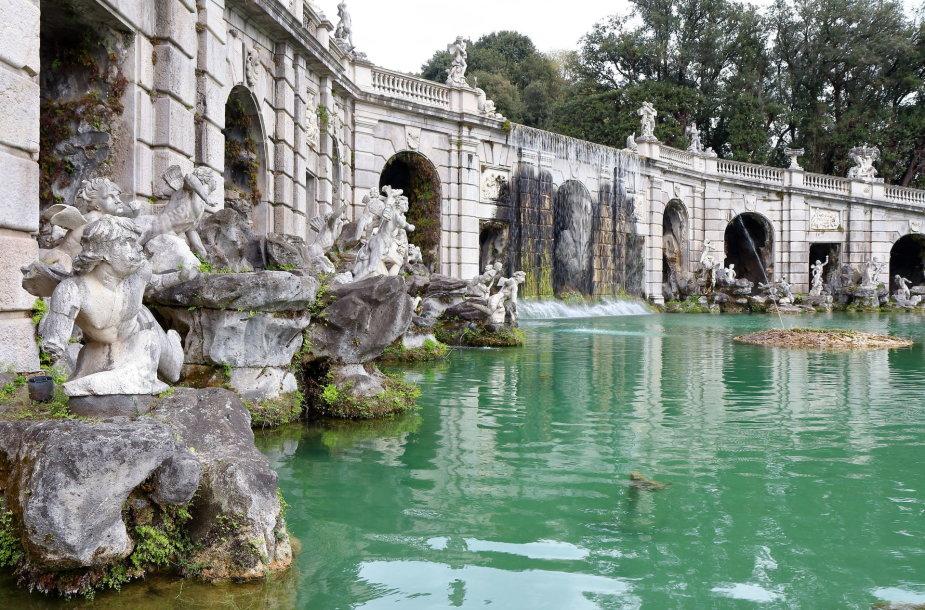 Karališkieji Kazertos rūmai Italijoje