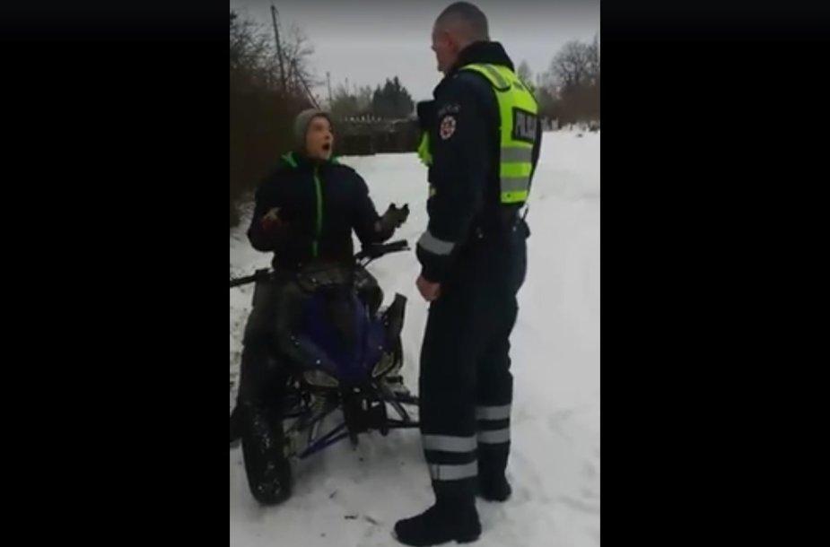 Pareigūno Rimgaudo Gavėno sulaikytas nepilnametis vairuotojas