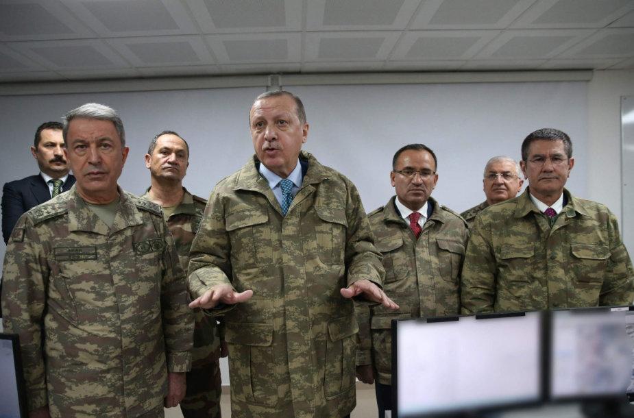 R.T.Erdoganas su Turkijos kariškiais
