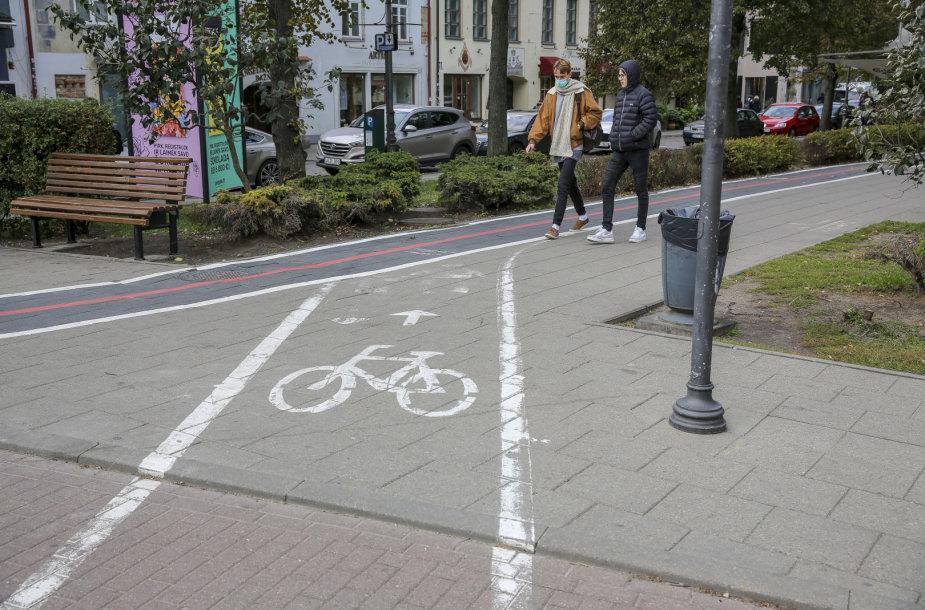 Takas išmaniųjų naudotojams ir senas neuždažytas dviračių takas