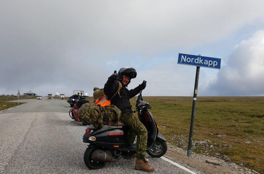 """Vygintas Ušinskas mėgsta keliauti mopedu """"Vespa"""""""