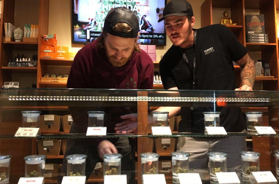 Kalifornijoje išduotos pirmosios licencijos prekiauti marihuana