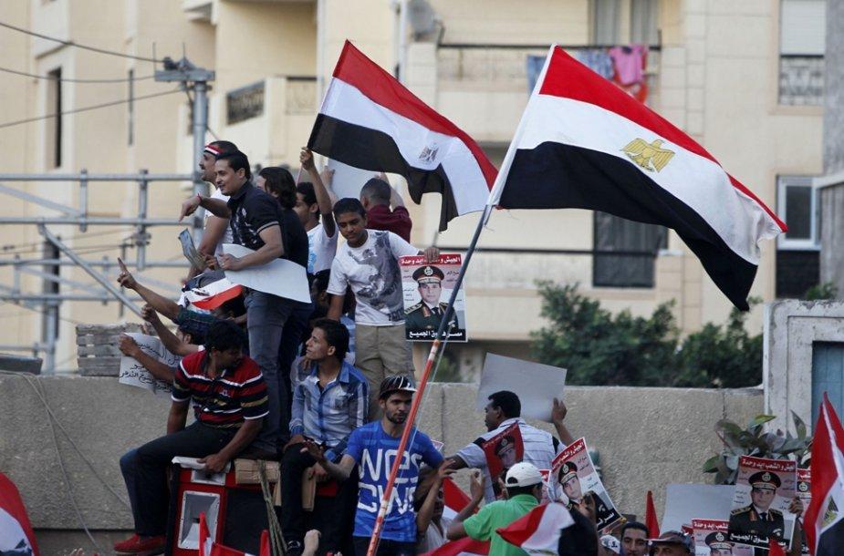 Protestai Egipte vis nesiliauja.