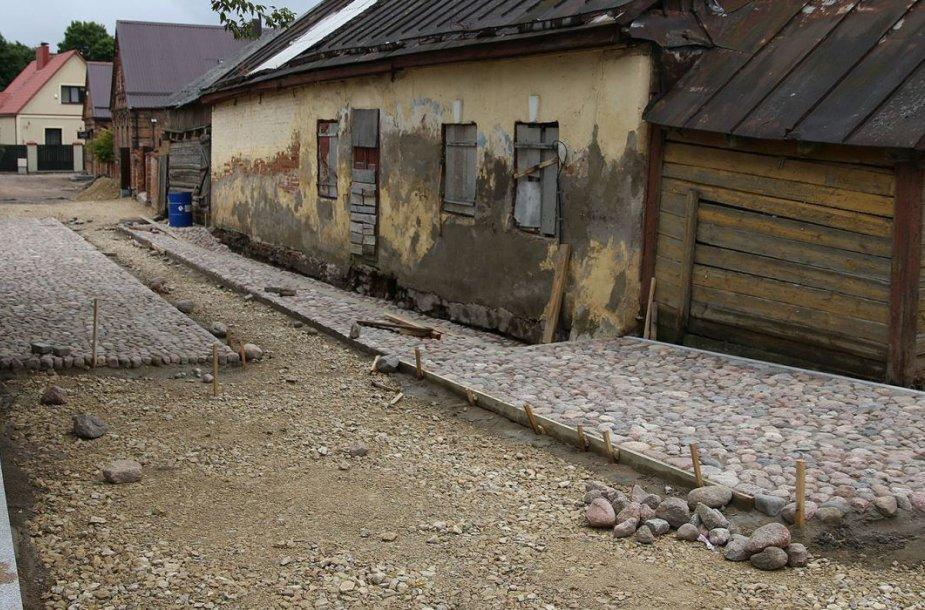 Kėdainių miesto senamiestyje esančioje Žydų gatvėje prasidėjo darbai – akmenimis grindžiamas grindinys