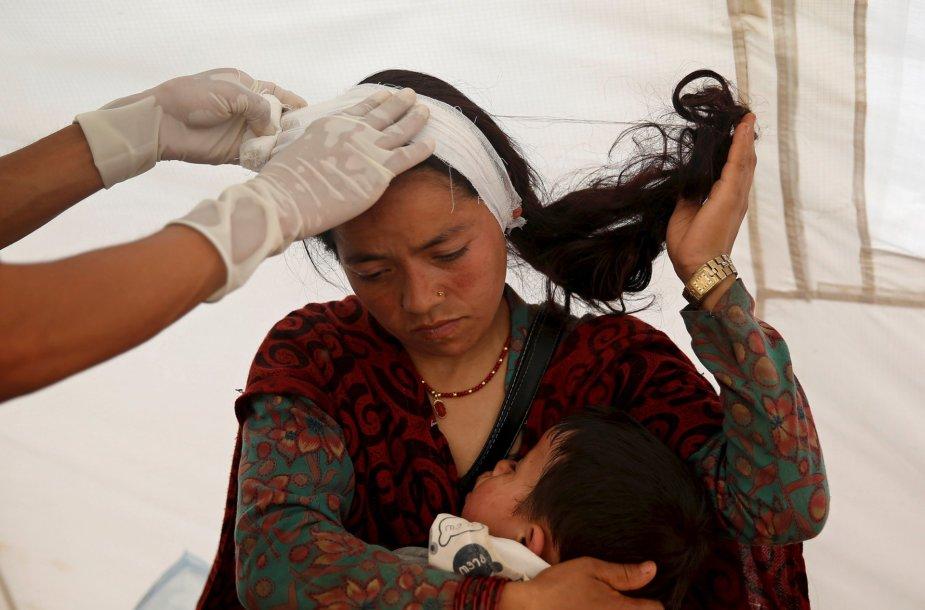 Žemės drebėjimo nuniokotame Nepale gyvenimas grįžta į vėžes