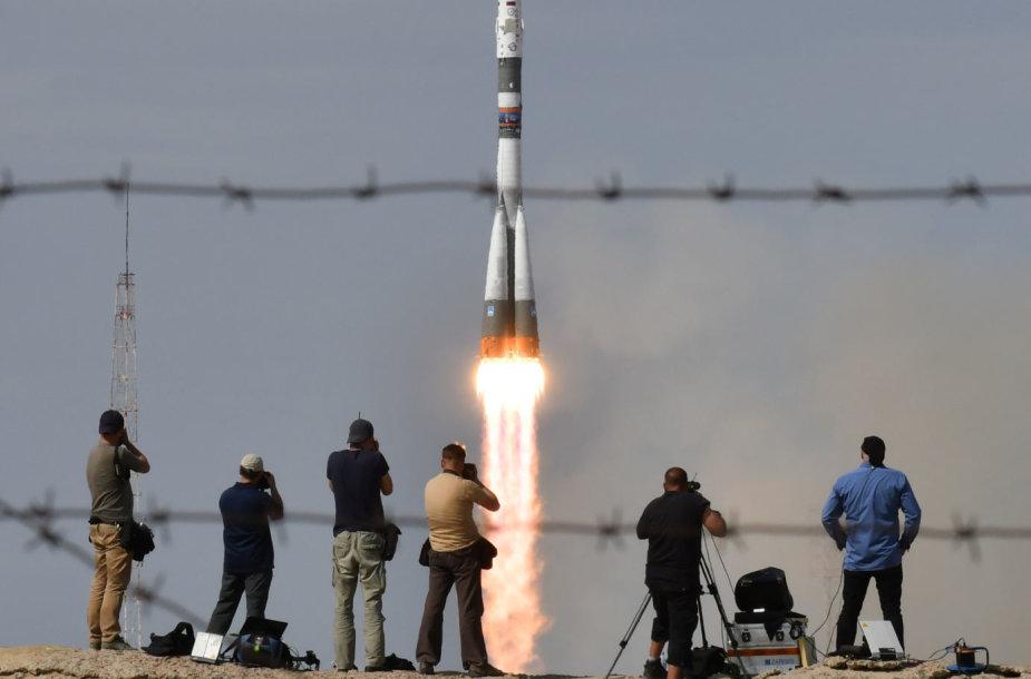 """Kyla raketa """"Sojuz-FG"""", gabenanti naują TKS įgulą"""