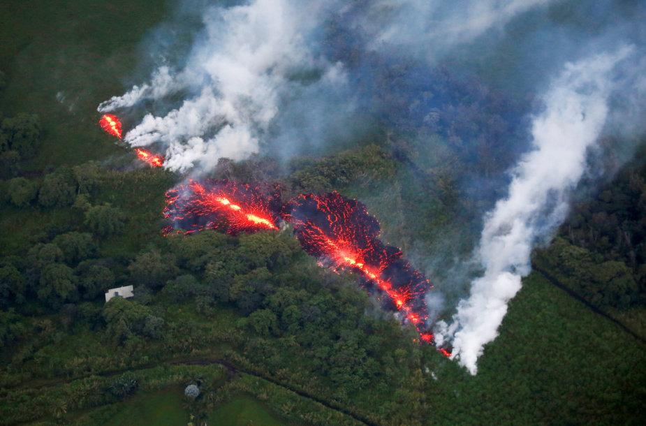 Kilauėjos ugnikalnyje atsivėrė naujas plyšys