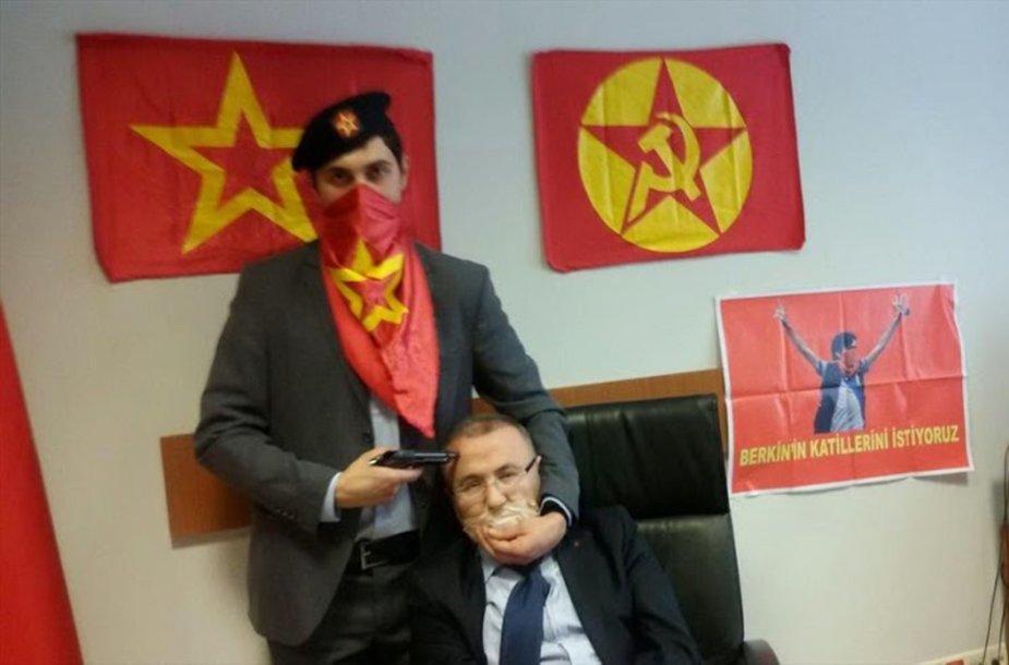Turkijos prokuroras Mehmetas Selimas Kirazas paimtas įkaitu.