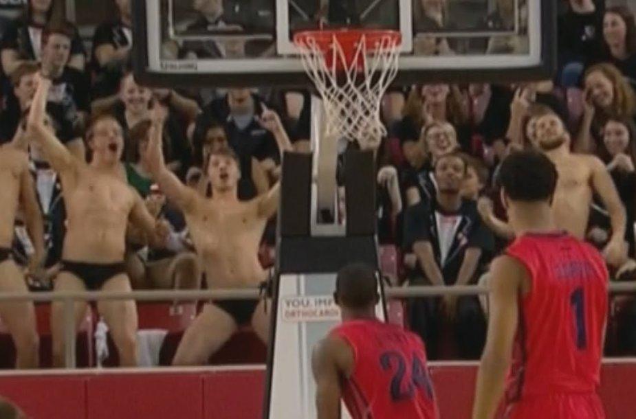 Apsinuoginę krepšinio sirgaliai