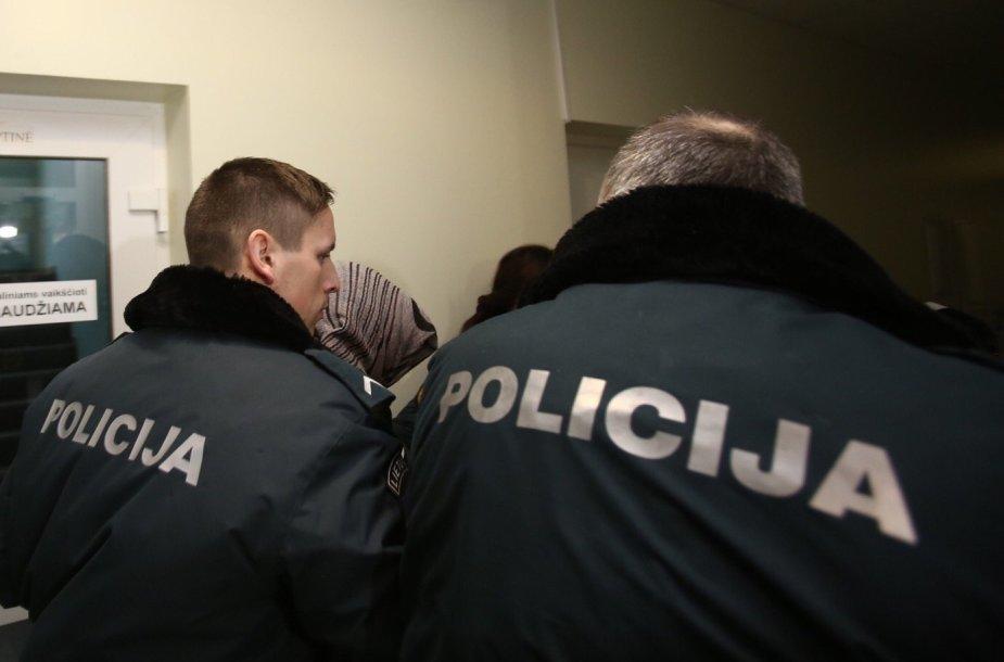 Kūdikį į šulinį įmetusi motina Marijampolės apylinkės teisme