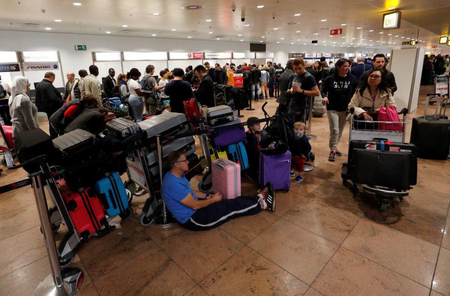 Dėl oro uosto darbuotojų streiko Briuselyje įstrigo dešimtys tūkstančių keleivių