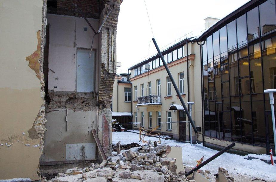 Vilniuje nugriuvo pastato dalis.