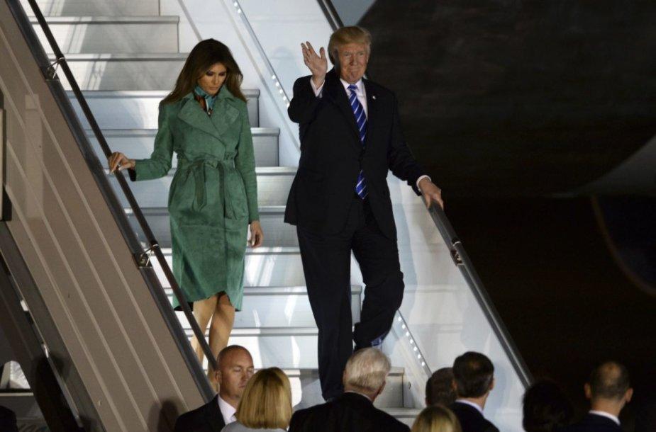 Donaldo Trumpo lėktuvas nusileido Lenkijoje