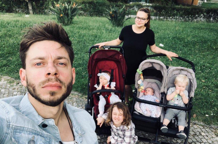 Jurgis Brūzga, Gintarė Valaitytė su savo vaikais, Rasos Micachienės dukra Paulė (apačioje)